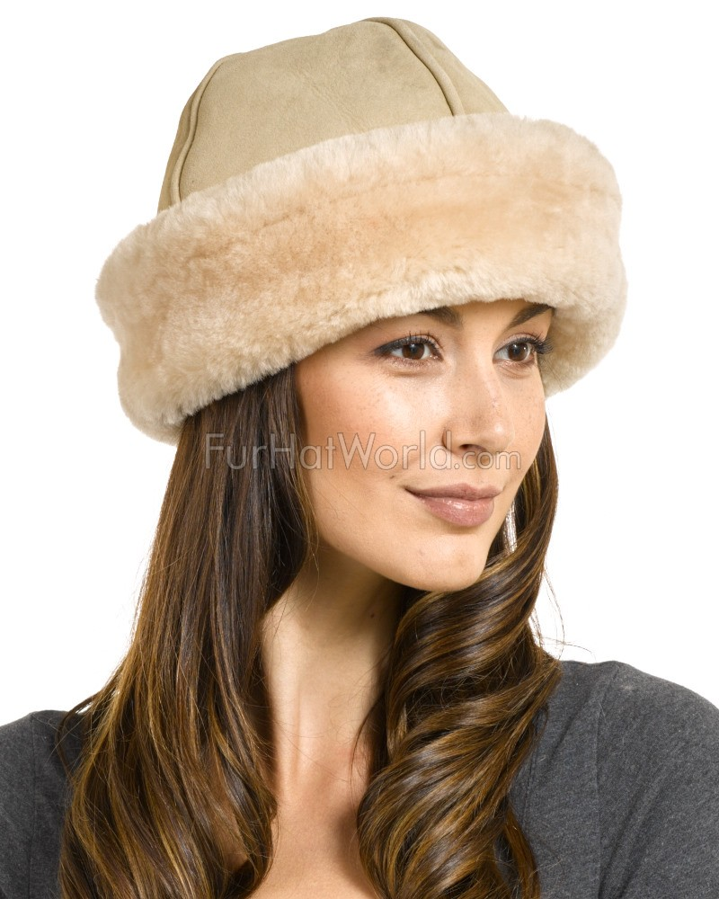The Olie Shearling Sheepskin Hat in Sand