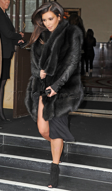 USA/AUS ONLY Kim Kardashian leaving her London hotel
