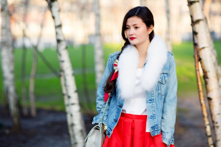 a2824797e5e This White Fox Fur Collar is very versatile and adds a nice touch of luxury  to Peony s basic denim jacket. It s a simple touch of fur that can be worm  with ...