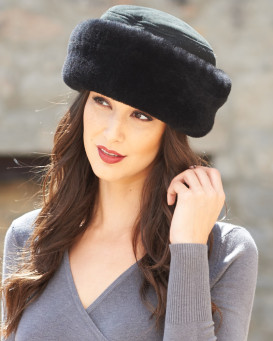 The Kelowna Shearling Sheepskin Hat in Black